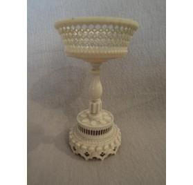 Coupe ajourée ou baguier en ivoire, XIXe siècle