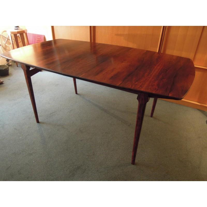 grande table de salle manger en palissandre design scandinave. Black Bedroom Furniture Sets. Home Design Ideas