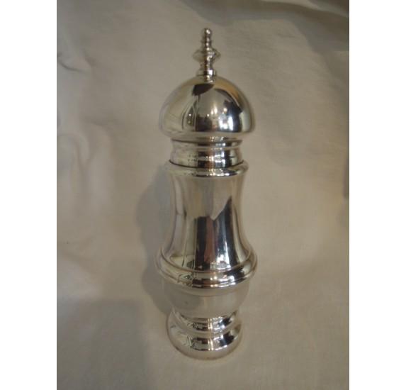Poivrière de style Louis XVI en métal argenté, Plasait