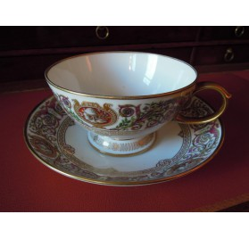 Sevres porcelain teacup, Fontainebleau castle hunts