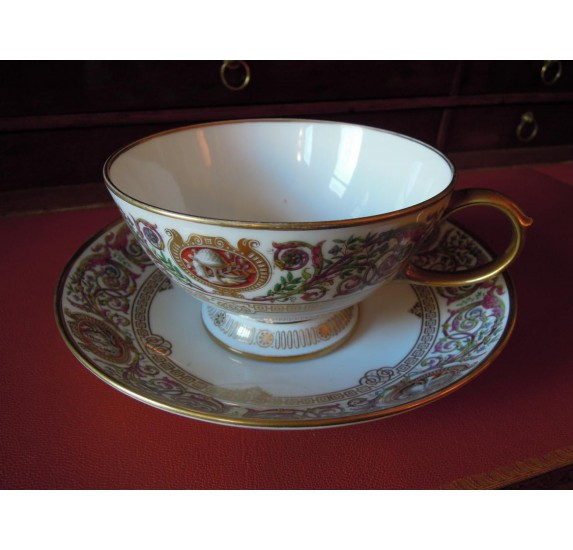 Tasse à thé : Service des chasses de Fontainebleau, Sèvres 1847