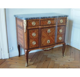 Veneered chest of drawers, 18th century
