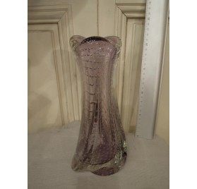 Vase violet trilobé en cristal bullé