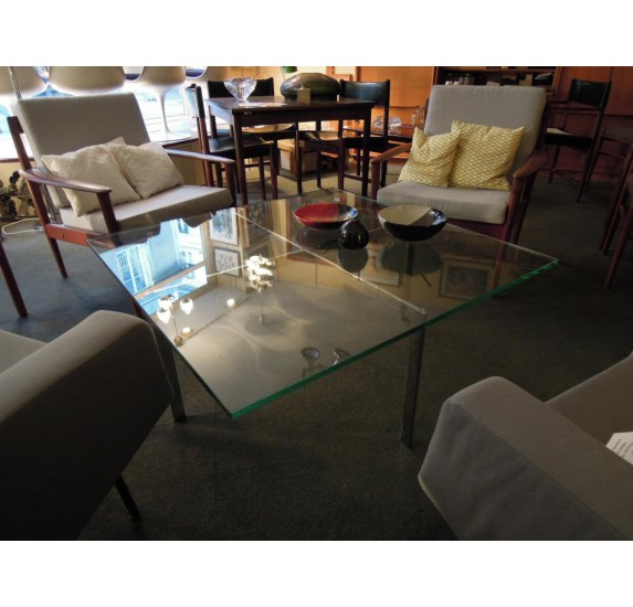 Barcelona coffee table by Ludwig Mies van der Rohe, Knoll editor