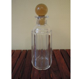 Whiskey decanter in cut glass with a yellow cap