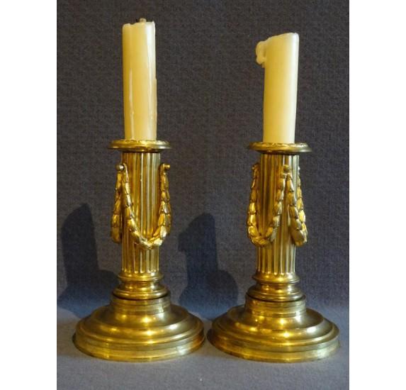 Paire de bougeoirs en bronze doré d'époque Louis XVI