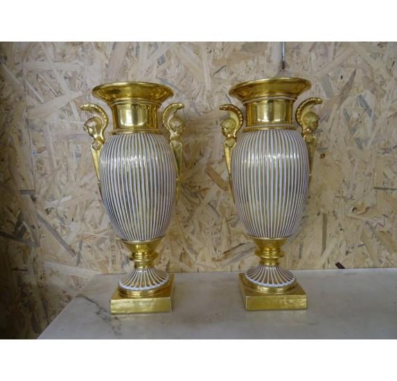 Paire de vases en porcelaine d'époque Empire