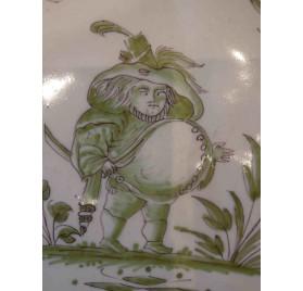 Assiette au grotesque en faïence de Moustiers, XVIIIe 1