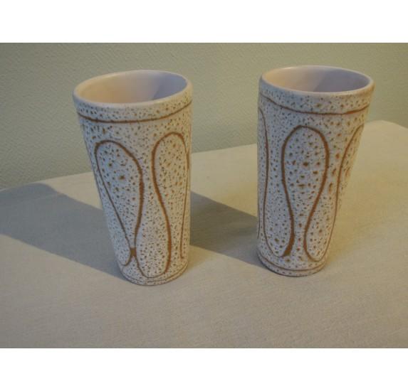 Paire de grands gobelets en céramique signés Jean Austruy