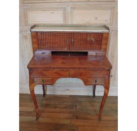 Bureau bonheur du jour d'époque Louis XV en bois de rose