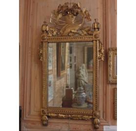Miroir aux outils de jardinier en bois doré et sculpté d'époque Louis XVI