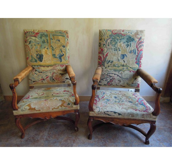 Pair of walnut armchairs, french Regency period