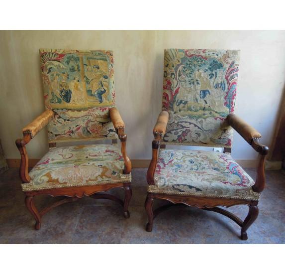 Paire de fauteuils en noyer d'époque Régence