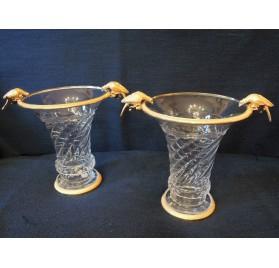 Paire de vases en cristal, à montures de bronze doré aux oiseaux