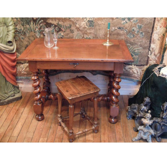 Table en noyer d'époque Louis XIII