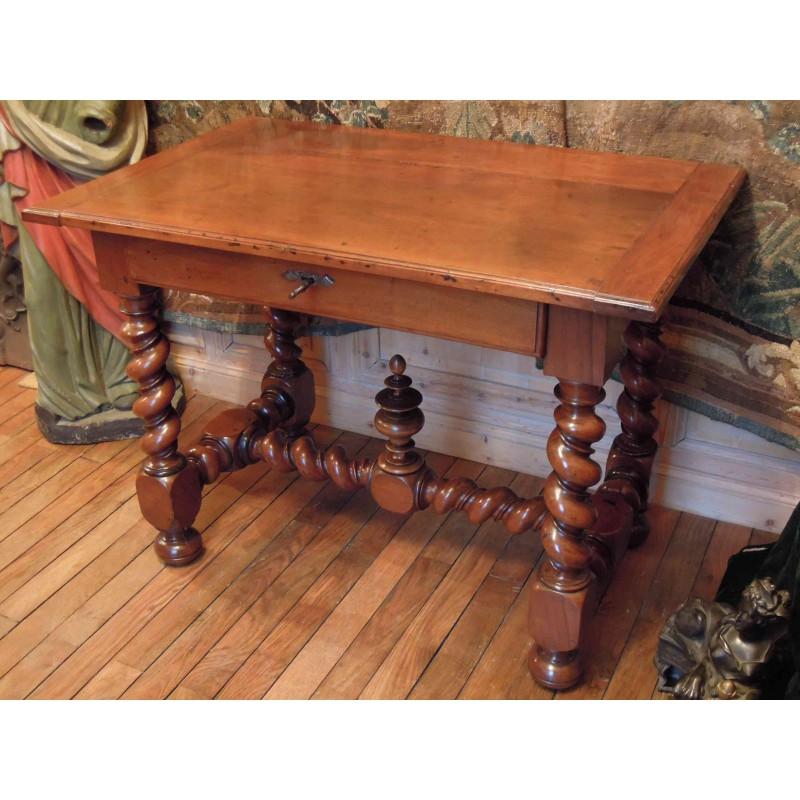 walnut table of louis xiii period 17th c havas antiquites. Black Bedroom Furniture Sets. Home Design Ideas