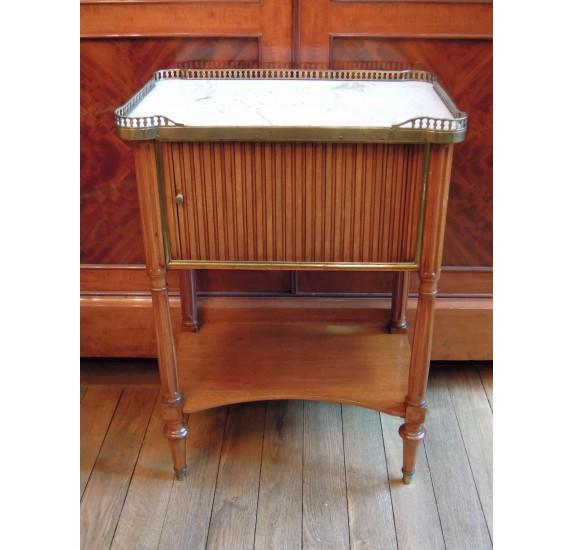 Petite table de chevet en acajou, d'époque Louis XVI