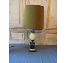 """Lampe """"oeuf d'autruche"""" par la maison Charles, XXème siècle."""