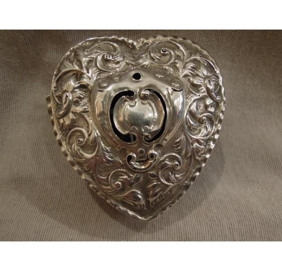 Boîte anglaise en argent massif, forme de coeur