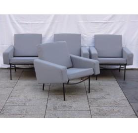 4 fauteuils et 1 chauffeuse G10 Pierre Guariche, Airborne